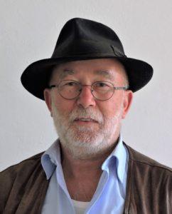 """""""Man muß ein Schwein sein"""" – Betonstatue by Peter Fischer Blessin"""