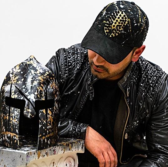 theodoros nikolaidis sparta helm art and fashion mode kunst online entdecken online galerie arttrado erfahrung junge kunst theo nikolaidis