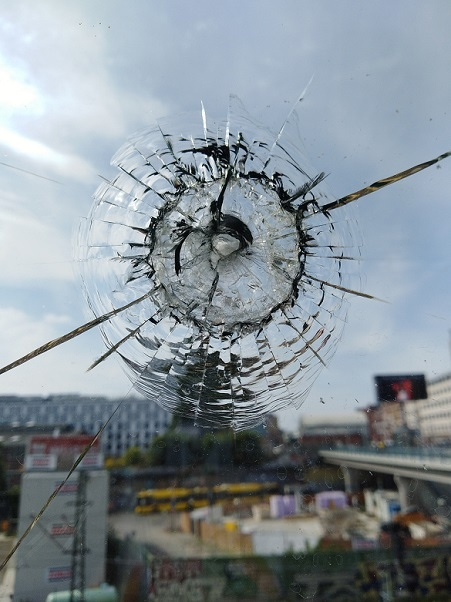 andré brümmer broken glass fotokunst berlin fine art print online galerie arttrado junge kunst kaufen