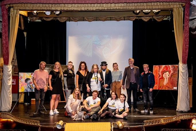 kunst in hamburg hansa theater künstlergruppe ewig klaus barkowsky ausstellung arttrado kunst entdecken